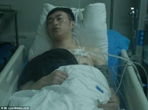 Chàng trai phải nhập viện vì vỡ phổi do cổ vũ bóng đá quá hăng - Ảnh 2