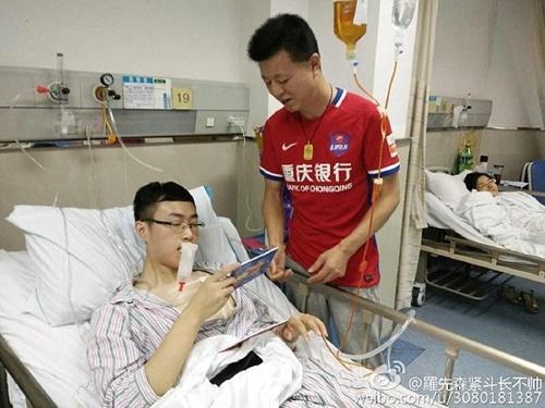 Chàng trai phải nhập viện vì vỡ phổi do cổ vũ bóng đá quá hăng - Ảnh 4