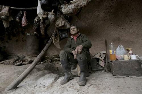 Cụ ông U80 một mình sống trong hang động suốt 40 năm - Ảnh 1