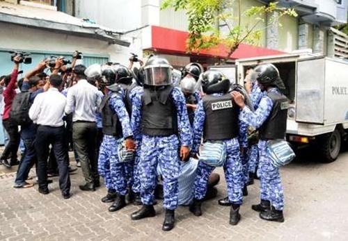 Bất ngờ với hai mặt đối lập của thiên đường Maldives - Ảnh 5