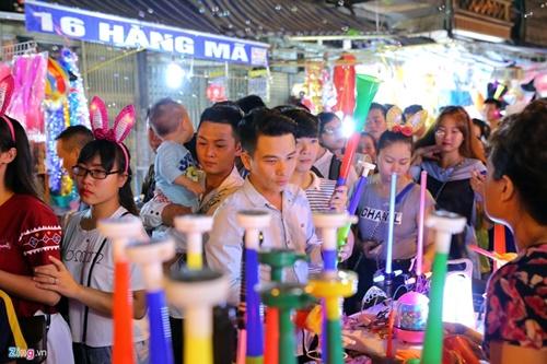 Giới trẻ đánh mất bản sắc Trung thu Việt trên đường phố - Ảnh 2