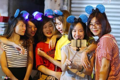 Giới trẻ đánh mất bản sắc Trung thu Việt trên đường phố - Ảnh 15