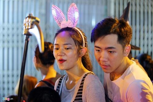 Giới trẻ đánh mất bản sắc Trung thu Việt trên đường phố - Ảnh 16