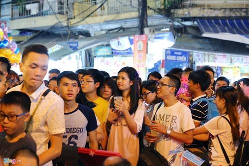 Giới trẻ đánh mất bản sắc Trung thu Việt trên đường phố - Ảnh 3