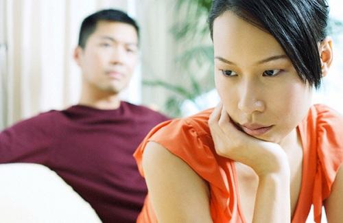 """Nỗi khổ không nói nên lời khi lấy phải vợ/chồng """"ít nhời"""" - Ảnh 1"""