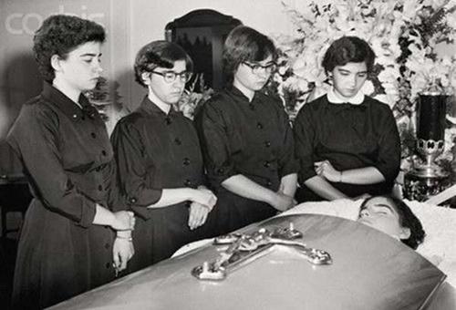 Cuộc đời bi kịch của những cô gái trong ca sinh năm đầu tiên trên thế giới  - Ảnh 10