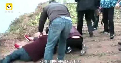 Mẹ nhảy sông tự tử vì không lo đủ tiền cho con cưới vợ - Ảnh 1