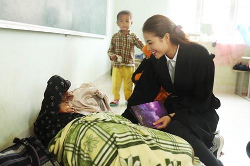 Ban tổ chức giải thích lý do đêm thi bán kết Hoa hậu Hoàn Vũ Việt Nam vẫn diễn ra dù mưa bão - Ảnh 1