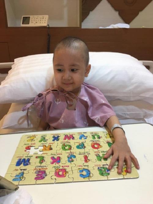 Nhật ký đẫm nước mắt của người mẹ trẻ cùng con chiến đấu với ung thư - Ảnh 2
