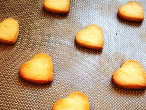 Trổ tài làm bánh quy bơ giòn tan thơm phức nhân ngày Valentine - Ảnh 10
