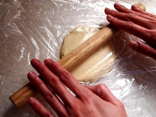Trổ tài làm bánh quy bơ giòn tan thơm phức nhân ngày Valentine - Ảnh 6