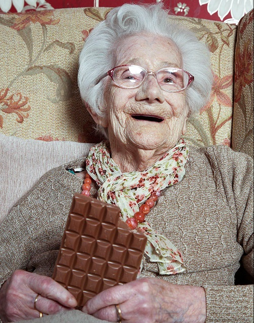 Hé lộ bí quyết sống lâu của cụ bà 104 tuổi - Ảnh 1