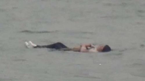 Cô gái béo phì nhảy sông tự tử không chết vì không thể chìm - Ảnh 1