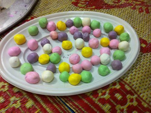 Khéo tay làm bánh trôi ngũ sắc cúng Rằm tháng Giêng - Ảnh 4