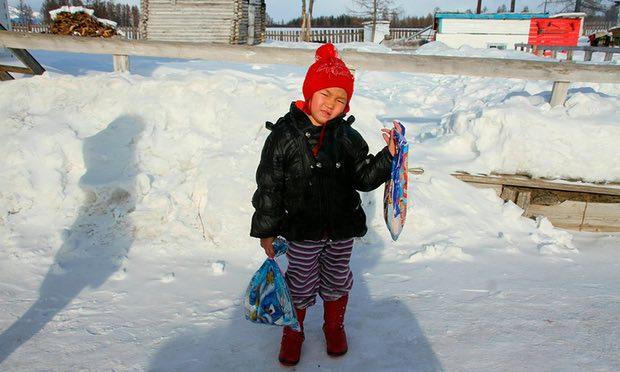 Bé gái 4 tuổi vượt hoang mạc tuyết Siberia đầy chó sói để cứu bà - Ảnh 1