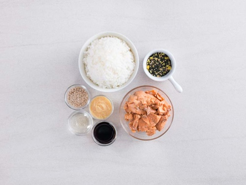Cách làm cơm viên chiên cá hồi – món ăn cả nhà thích mê - Ảnh 1