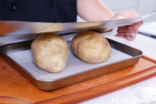 Cùng vào bếp làm khoai tây nướng phô mai trứng ngon tuyệt - Ảnh 3