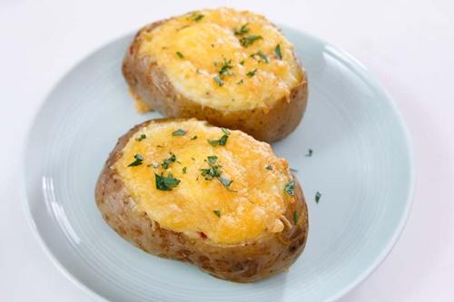 Cùng vào bếp làm khoai tây nướng phô mai trứng ngon tuyệt - Ảnh 10