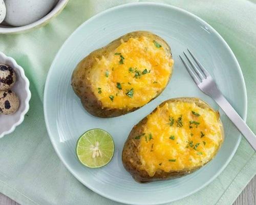 Cùng vào bếp làm khoai tây nướng phô mai trứng ngon tuyệt - Ảnh 1