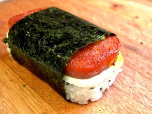 Spam musubi – món cơm cuốn rong biển theo kiểu Hawai - Ảnh 16