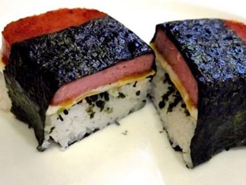 Spam musubi – món cơm cuốn rong biển theo kiểu Hawai - Ảnh 17