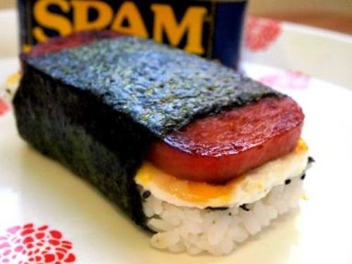 Spam musubi – món cơm cuốn rong biển theo kiểu Hawai - Ảnh 1