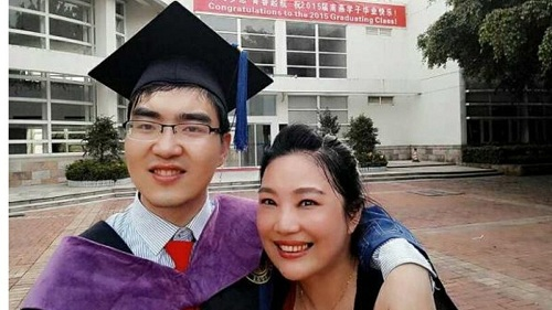 Khâm phục bà mẹ đơn thân nuôi con bại não thành nghiên cứu sinh đại học Harvard - Ảnh 1