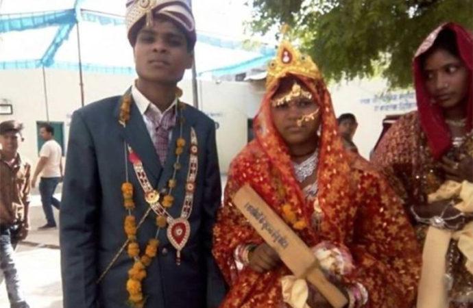 """Bộ trưởng Tư pháp tặng """"quà đặc biệt""""  cho 700 cô dâu - Ảnh 1"""