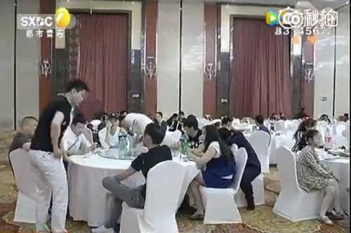 Chú rể thuê 200 người giả làm khách mời đến dự đám cưới - Ảnh 4