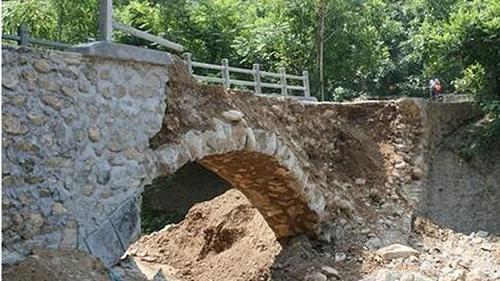 """Cây cầu """"đoản thọ"""" nhất thế giới: Vừa hoàn thành đã đổ sập  - Ảnh 1"""