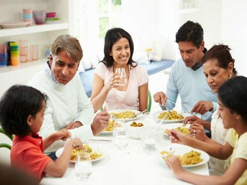 Tác hại khôn lường của những bữa ăn tối muộn - Ảnh 1
