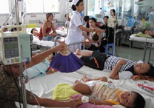 BV Bệnh nhiệt đới TW: 10 giờ sáng đã có 500 bệnh nhân đến khám sốt xuất huyết - Ảnh 2