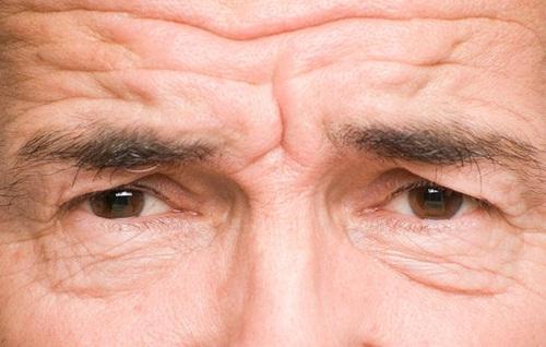 6 thói quen khiến bạn trông già trước tuổi - Ảnh 1