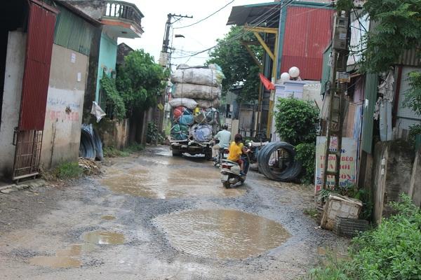 Dân Khánh Hà, Thường Tín đi đường như đóng phim hành động - Ảnh 3