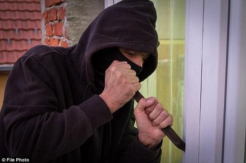 """Nực cười kẻ trộm kiện chủ cửa hàng làm mình bị thương """"cậu nhỏ"""" khi tẩu thoát - Ảnh 2"""