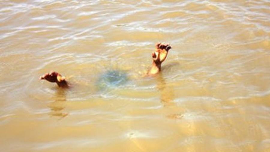 Sóc Trăng: Tìm thấy thi thể học sinh chết đuối do xuống sông vớt bóng - Ảnh 1
