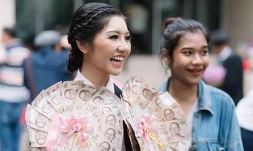 Bất ngờ với những trang phục tốt nghiệp kỳ lạ của các cử nhân đại học nước ngoài - Ảnh 9