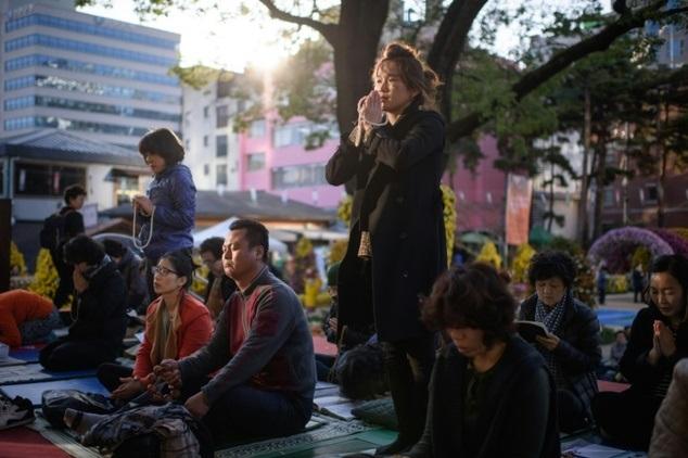Áp lực nặng nề của của kỳ thi đại học ở Hàn Quốc và những phong tục kỳ quái - Ảnh 2