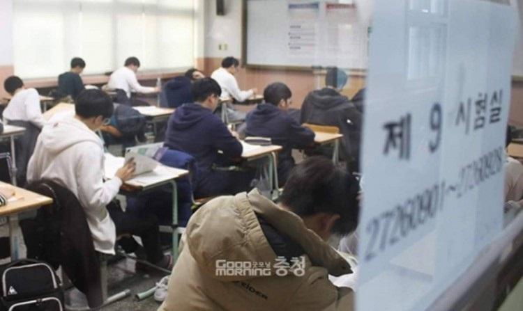 Áp lực nặng nề của của kỳ thi đại học ở Hàn Quốc và những phong tục kỳ quái - Ảnh 7