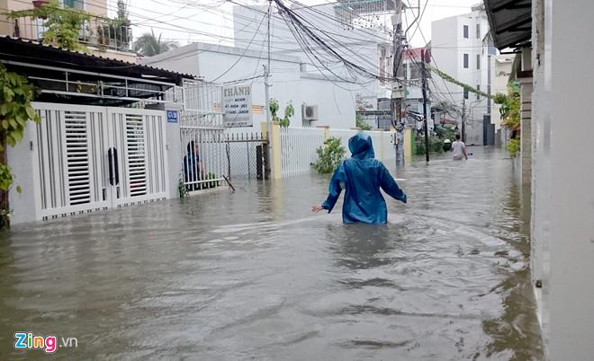 Nguyên nhân nào khiến trận lũ kinh hoàng ở Nha Trang gây hậu quả nặng nề? - Ảnh 2