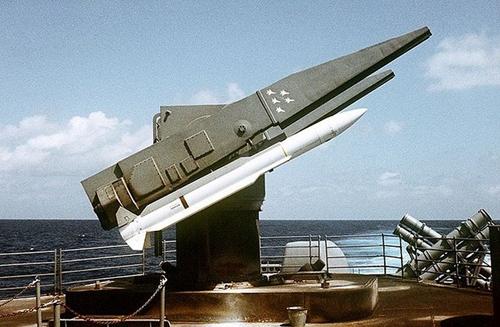 Tàu chiến Nga dùng tên lửa phòng không tiêu diệt tàu ngầm địch - Ảnh 2