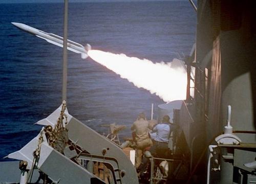 Tàu chiến Nga dùng tên lửa phòng không tiêu diệt tàu ngầm địch - Ảnh 3