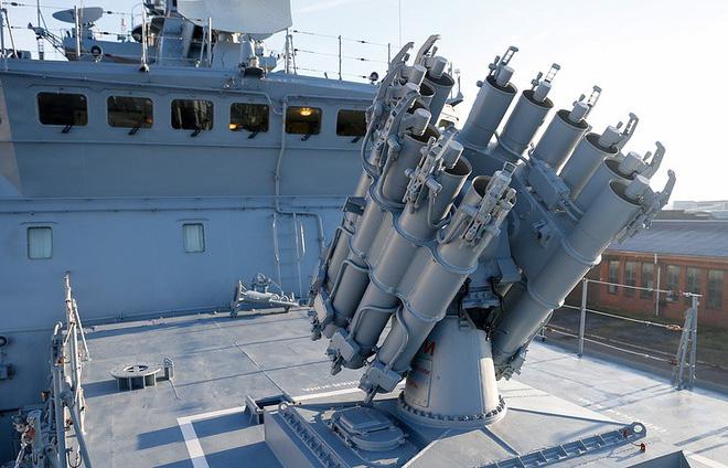Tàu chiến Nga dùng tên lửa phòng không tiêu diệt tàu ngầm địch - Ảnh 9