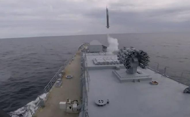 Tàu chiến Nga dùng tên lửa phòng không tiêu diệt tàu ngầm địch - Ảnh 10