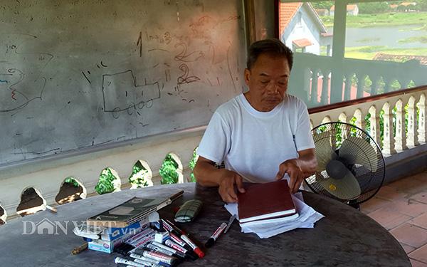 """""""Thầy giáo làng"""" 73 tuổi mở lớp dạy tiếng Anh miễn phí cho trẻ em nghèo - Ảnh 1"""