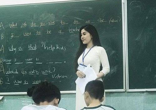 Những cô giáo trẻ xinh đẹp trên bục giảng, nổi tiếng trên cộng đồng mạng - Ảnh 1