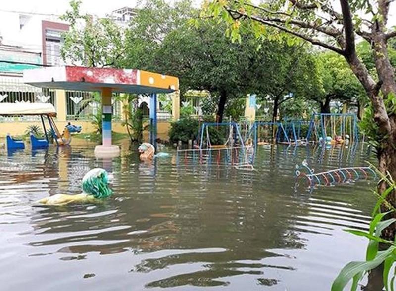 Trường vẫn ngập nước, 400 trẻ mầm non ở TP. Hồ Chí Minh tiếp tục nghỉ học - Ảnh 2