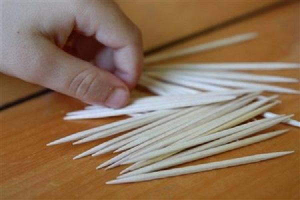 Trung Quốc: Giáo viên trường mầm non chất lượng cao dùng tăm nhọn đâm trẻ - Ảnh 2