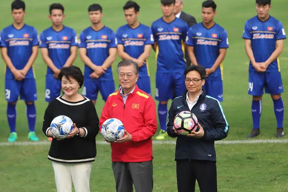 Tổng thống Hàn Quốc chúc mừng đội tuyển bóng đá VN và HLV Park bằng tiếng Việt - Ảnh 2
