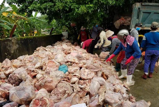 Hưng Yên: Bắt giữ 2 xe ô tô chở 6,5 tấn xương động vật bốc mùi hôi thối - Ảnh 2